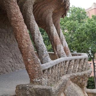 Die Materialien stammen hauptsächlich aus dem Gelände des Parks selbst.