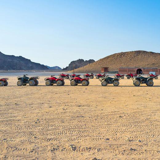 En quad dans le désert