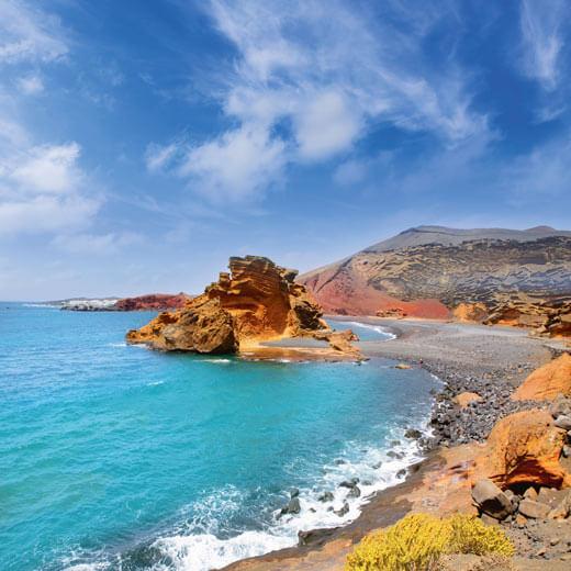 Einer-der-wunderschönen-Strände-auf-Lanzarote