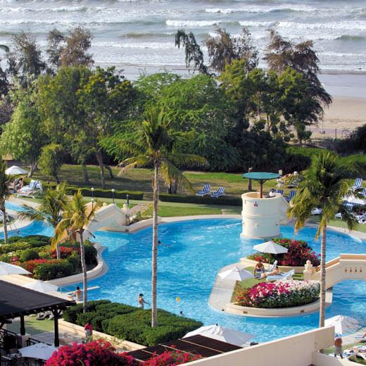 Die Poolanlage des Hotel Intercontinental in Muscat