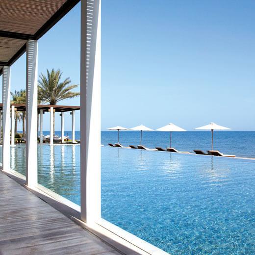 Vom Pool aus aufs Meer schauen – das ist im The Chedi möglich The Chedi, Muscat