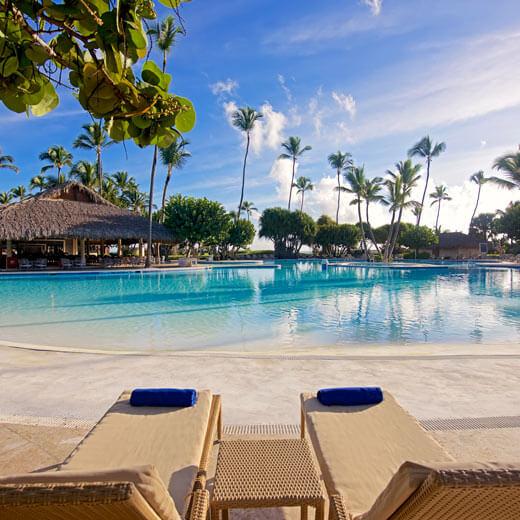 Auch am Pool kann man im IBEROSTAR Bávaro Suites bestens Sonne tanken