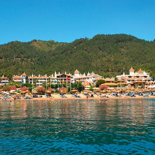 Das Hotel Marti Resort vom Meer aus gesehen