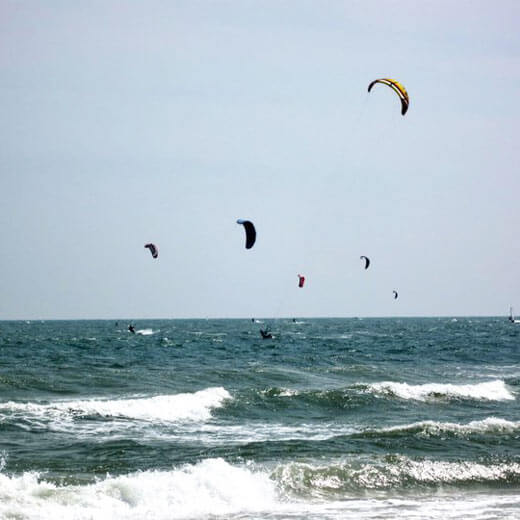 Kitesurfer in ihrem Element