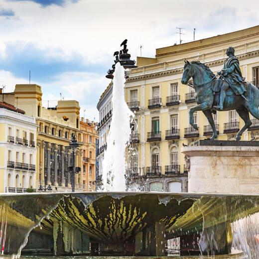 Der Brunnen auf dem Puerta del Sol in Madrid