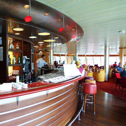 Bar- und Lounge-Bereich der A-Rosa Stella