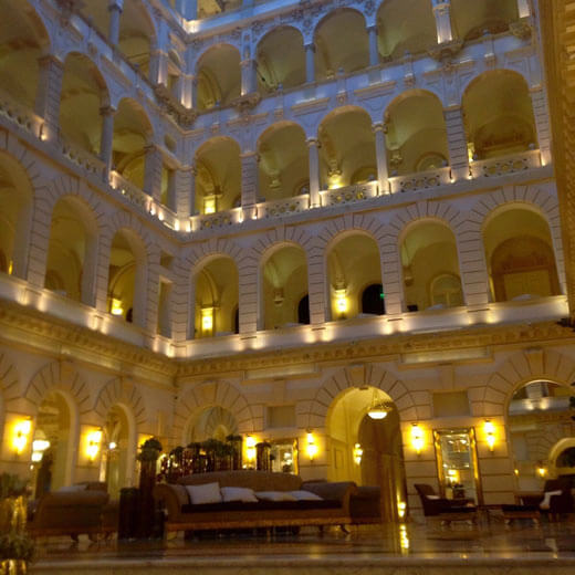 Der grosse Innenhof des Hotels Boscolo
