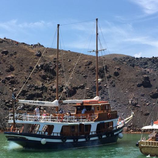 Ausflugsschiff bei den heissen Quellen