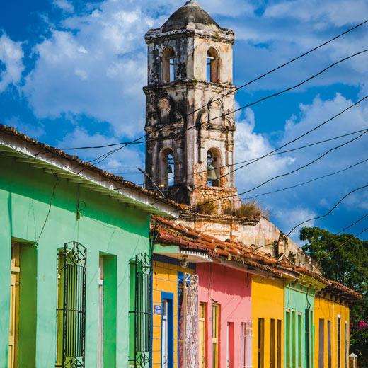 Auch in Trinidad sind die Häuser in hübschen Farben gestrichen
