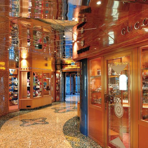 Auf der Costa Mediterranea kann man auch gemütlich shoppen