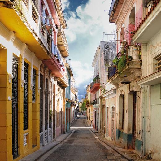 Eine kleine Gasse in Havanna