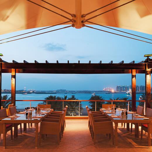 Geniesst auch eine wunderschöne Aussicht vom Restaurant aus
