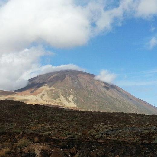 Der in Wolken gehüllte Teide