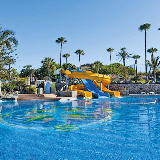 Die Rutschbahnen beim Pool erfreut besonders die kleinen Gäste