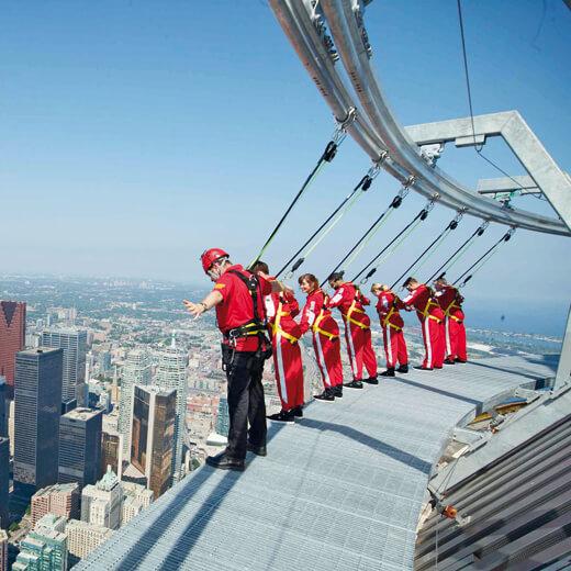 Warum nicht mal auf dem CN Tower spazieren?
