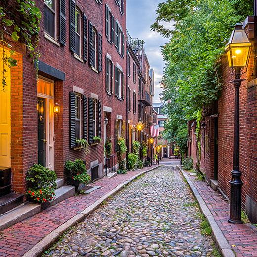 Rote Ziegelhäuser in der Acorn Street in Boston