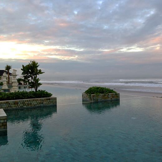 Aussicht auf den Pool des The Seminyak Beach Resort & Spa