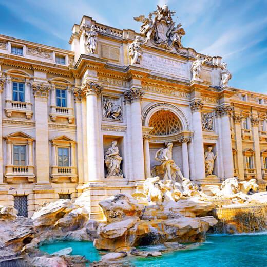 La célèbre fontaine de Trevi à Rome
