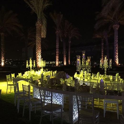 Die schöne Open Yay Viceroy Skylite Bar im Hotel