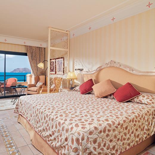 Hier abgebildet: Ein Double Deluxe Zimmer mit Meersicht