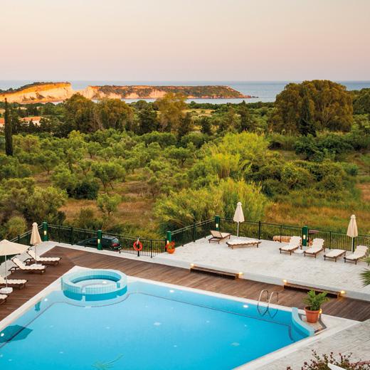 Blick auf die Anlage des Belvedere Luxury Suites
