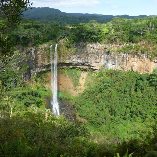 Der berühmte Chamarel-Wasserfall ist auf jeden Fall ein Besuch wert