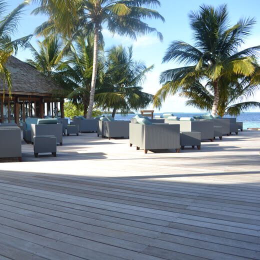 Die Sunset Bar vom Vilamendhoo Island Resort & Spa