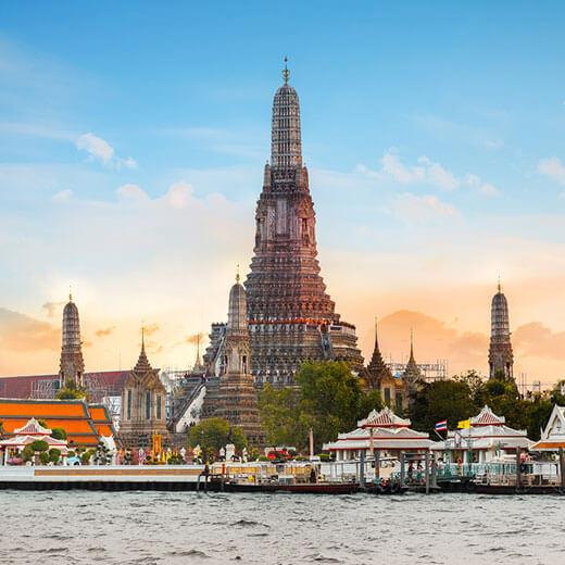Der berühmte Wat Arun Tempel gehört auch zu den Touristenattraktionen