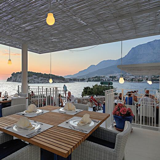Das Restaurant des Hotel Osejava mit wunderschöner Aussicht auf das Meer