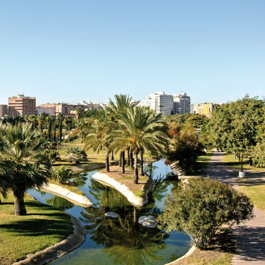 Die schöne Parkanlage im Turia Flussbeet