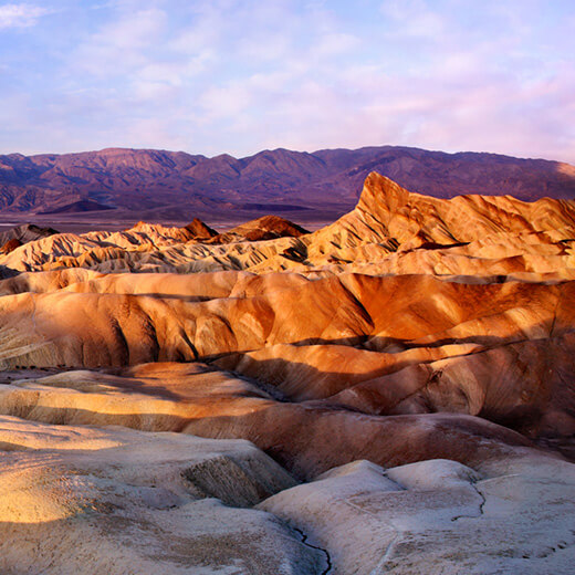 Farbenfrohe Hügelketten im Death Valley