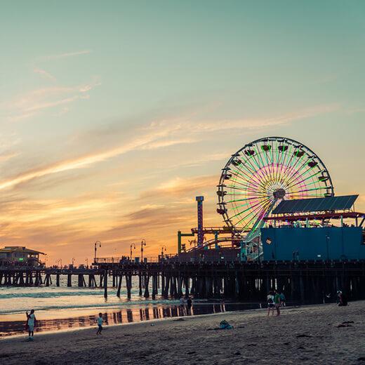 Das Santa Monica Pier beim Sonnenuntergang
