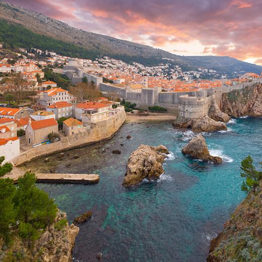 Ein Spaziergang auf der imposanten Mauer von Dubrovnik lohnt sich auf jeden Fall
