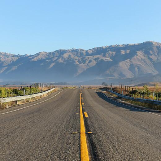 Endlos wirkende Strasse des Highway Nr. 1