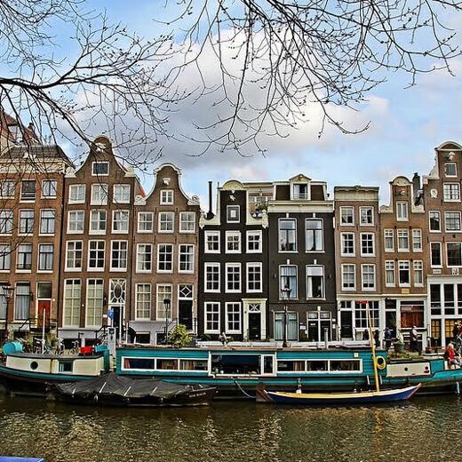 Wunderschöne Häuser am Kanal entlang