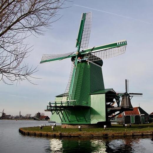 Alte Windmühlen ausserhalb Amsterdams