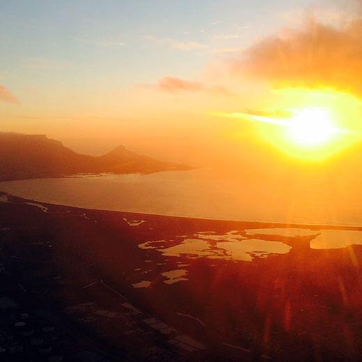 Wunderschöner Sonnenuntergang mit Blick über Kapstadt