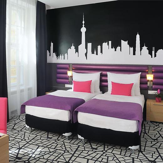 einEines der einladenden Zimmer im Cosmo City Hotel