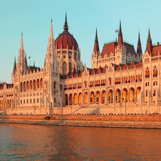 Vue imprenable sur le parlement hongrois