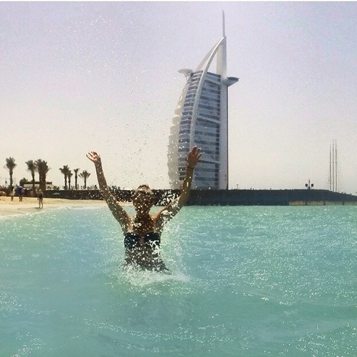 Baden vor dem Burj al Arab