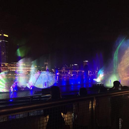 Hier die Laser-Show in der nähe der Marina Shoppingmall