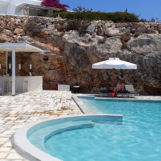 Der Pool vom Hotel Paros Agnanti