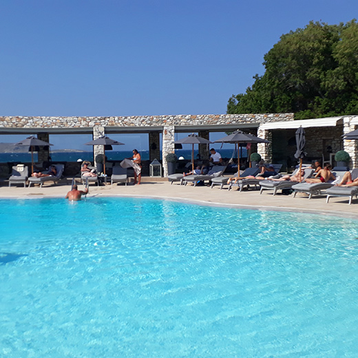 Die Poolanlage des Saint Andrea Seaside Resort