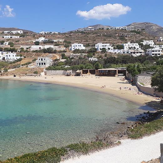 Der Strand vom Hotel Paros-Bay
