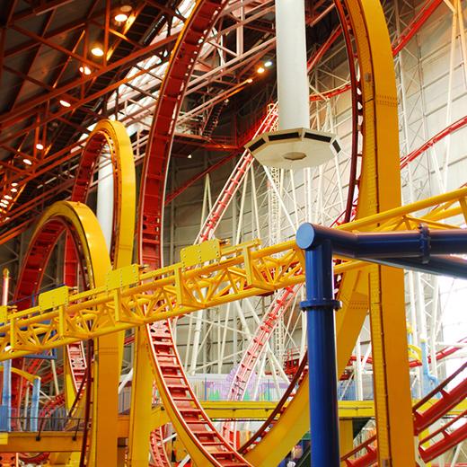Der 3-Fach Looping im Freizeitpark Galaxyland in der Shoppingmall