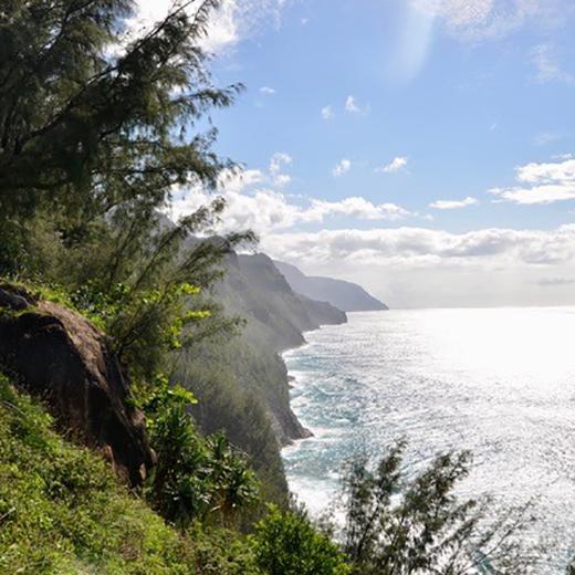 Blick vom Kalalau Trail auf die Küstenlinie der Na Pali Coast