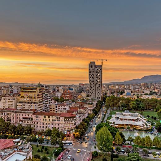 Coucher de soleil sur la capitale de l'Albanie